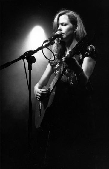 http://tomcops.com/files/gimgs/25_christina-rosenvinge.jpg